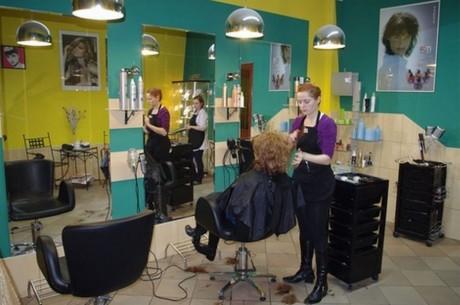 Lady haircut in salon